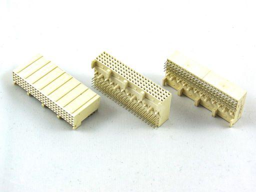 9111-42 | H.D. 2mm Futurebus(+)4 Rows Female R/A Type